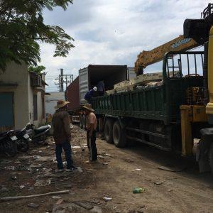 Bốc dỡ hàng hóa container