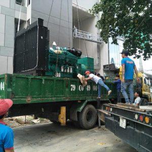 Vận chuyển hàng hóa bằng xe cẩu